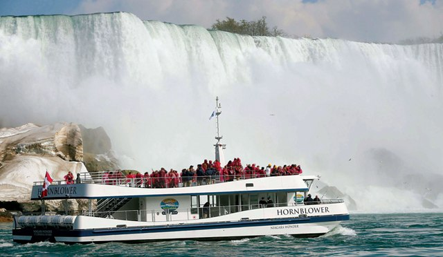 Things-to-do-in-Niagara-Falls-Canada-Hornblower-Cruises