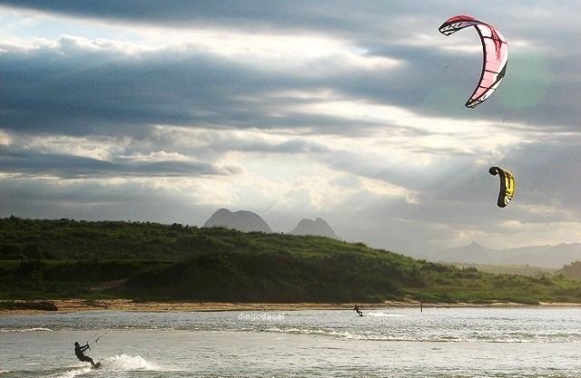 Things to do in Scotland kitesurfing